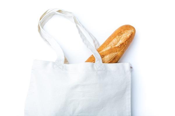 パンとトートバッグ