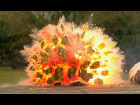 【動画】スイカに爆弾仕込んで爆発させた結果…