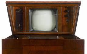 【画像】ヨドバシで見つけたアンティーク調液晶テレビやばい!