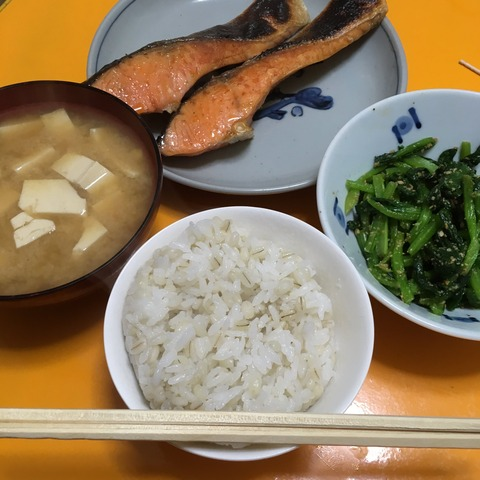 【画像】ババアが作った朝食wwwwwwwwww