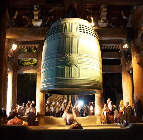 「うるさい」とのクレームを受け『除夜の鐘』を禁止させられるお寺が続出中