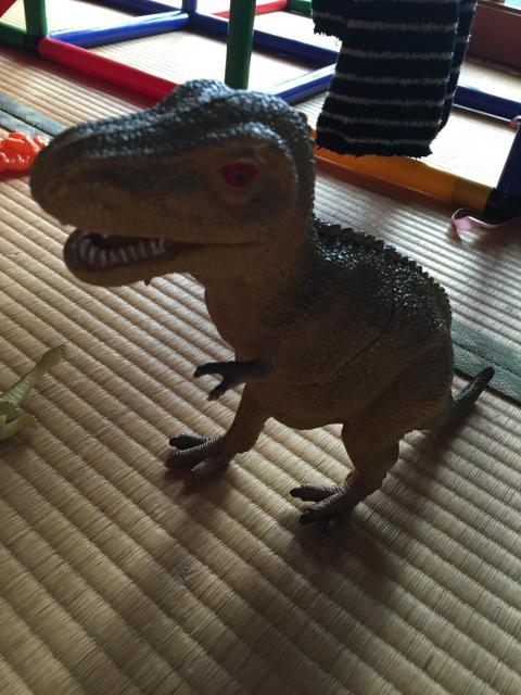 今から恐竜大決戦始めるから見てや