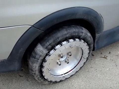 【動画】横方向に動くタイヤが開発される!もう車庫入れで困らない!