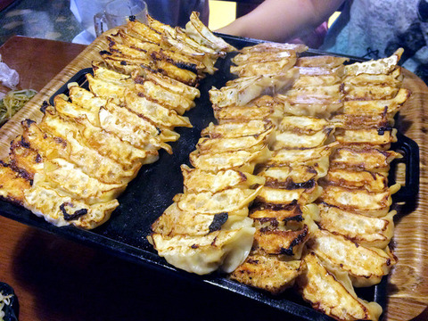【画像】あるラーメン屋の餃子がヤバイ 66個(普通サイズ)で999円とかいう原価崩壊レベル