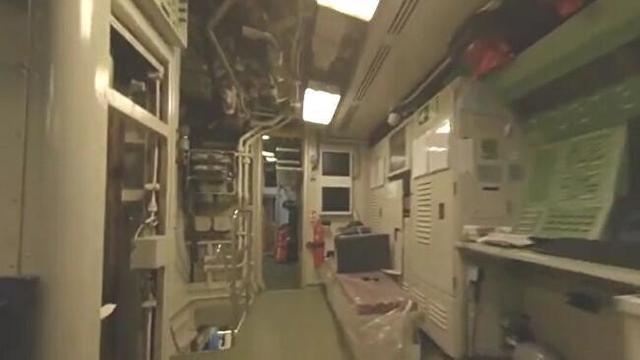 【動画】 オランダ海兵隊員が「潜水艦」の中でドローンを飛ばして撮影!!