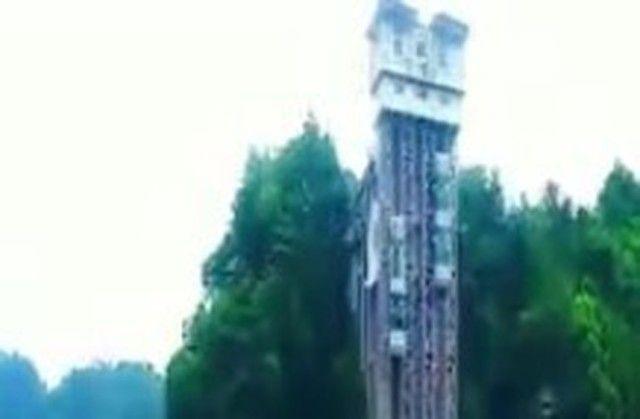 【動画】 中国の崖に設置されたメチャクチャ速いエレベーターが怖いww!!