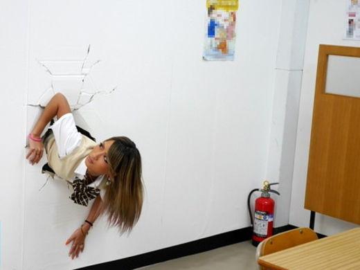 【※草不可避】ヤンキー女「ああ!壁にハマって出られない!!」 →結果wwwwwwwwwwwwwww(画像あり)
