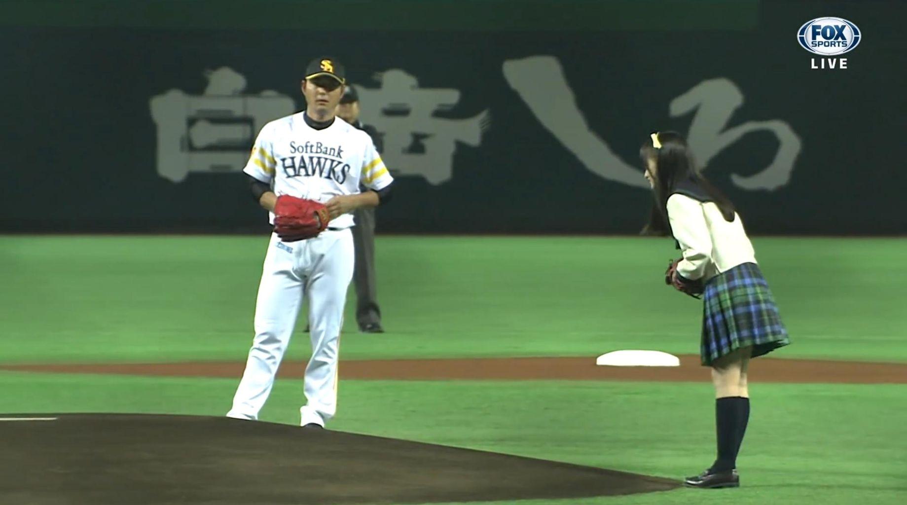 橋本環奈「始球式宜しくお願いします!」 摂津「…」