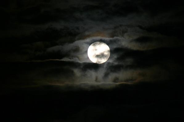 moon-883553_960_720