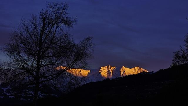 glowing-mountain-2968662_960_720
