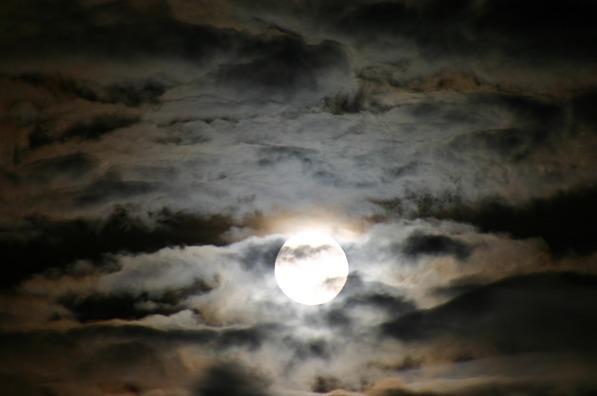 moon-883552_960_720