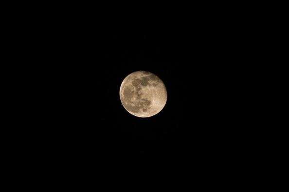 moon-4026035_960_720