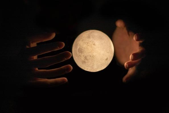 moon-4045031_960_720
