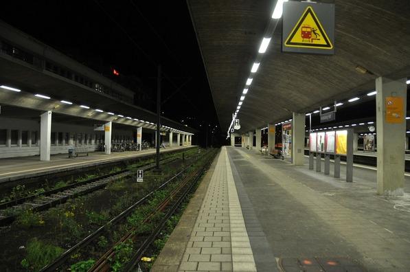 railway-station-406286_960_720