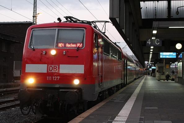 train-3210190_960_720