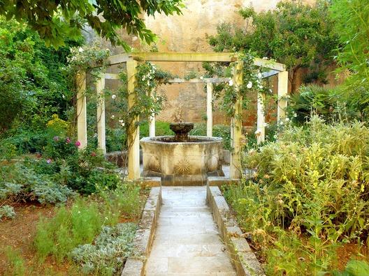 fountain-1560229_960_720