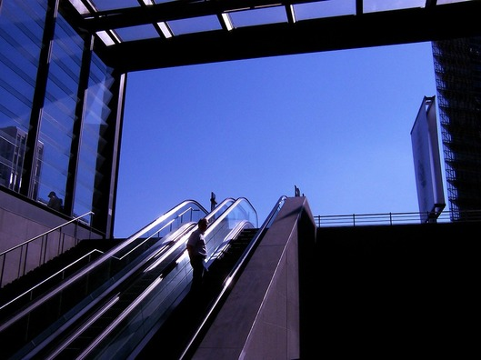 escalator-264811_960_720