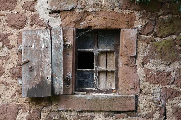 window-343978_960_720