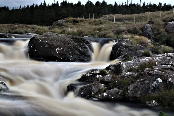 waterfall-2796356_960_720