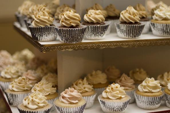 cakes-1245725_960_720