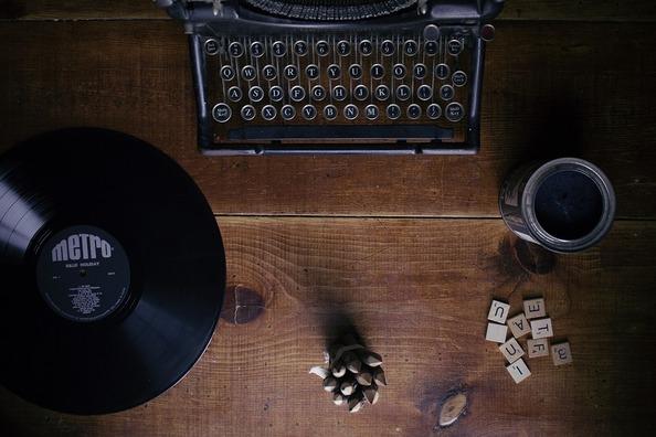 typewriter-1148939_960_720