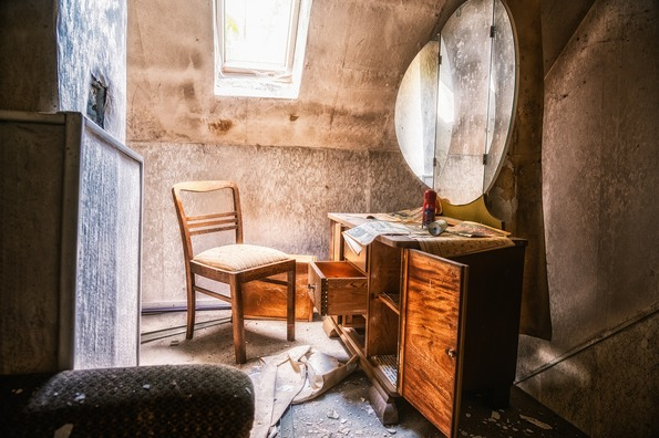abandoned-places-5263784_1920