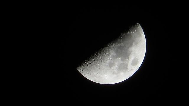 moon-5105899_960_720