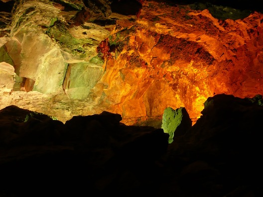 cave-1136803_960_720