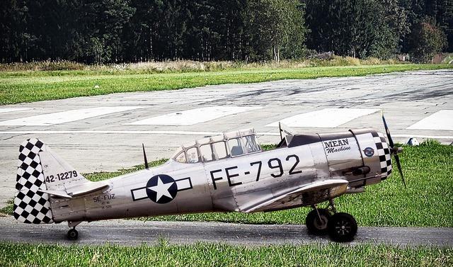 aircraft-2655796_960_720