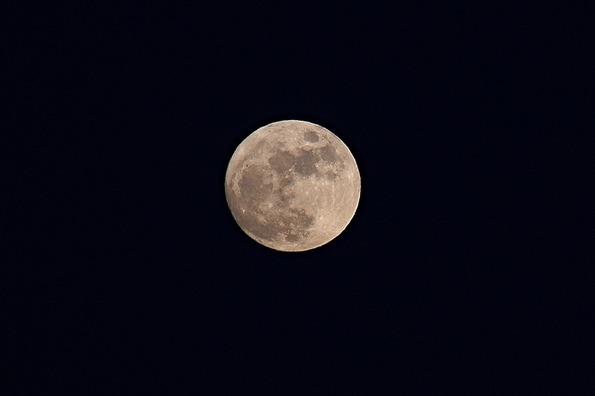 moon-2606006_960_720