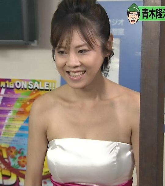 白いドレス姿の高橋真麻