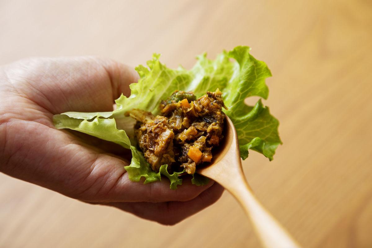 ④ご飯にかけたり、レタスの葉っぱに包んだりしてアレンジ!