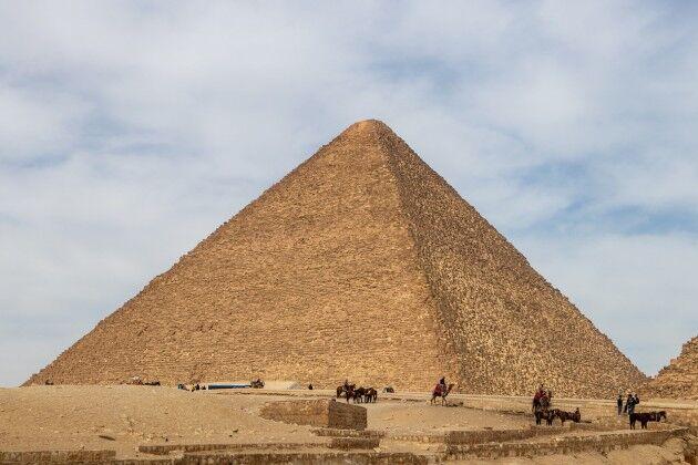 ピラミッドの石ってどうやって積み上げたの?
