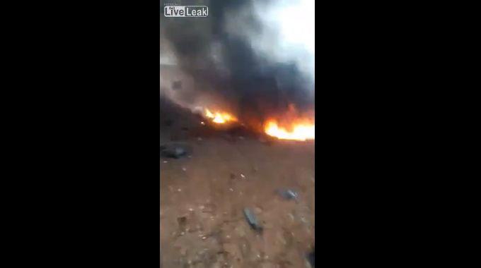 ロシアの対地攻撃機、Su-25(シュトゥルモヴィーク)の墜落現場。