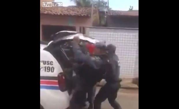 さすがブラジル、警察もブラジルらしいね。
