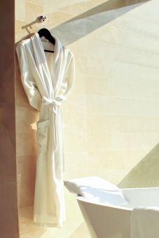 【これはヤバい】NGT48の裁判でメンバーの過激写真流出「バスローブを着て、胸が露わになった姿」がコチラ・・・