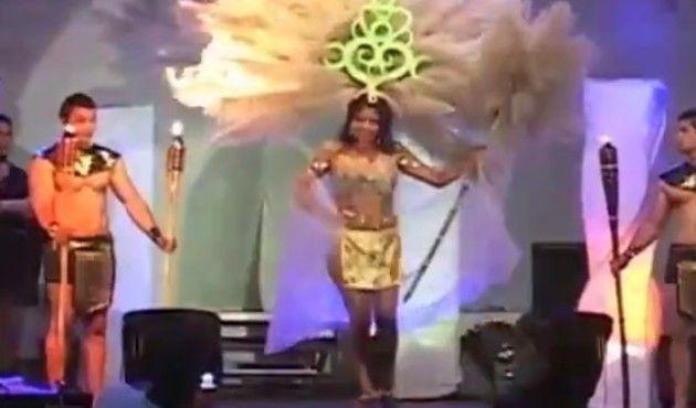 【動画】 ブラジルのミスコンで巨大な髪飾りに火が着いてしまう!!