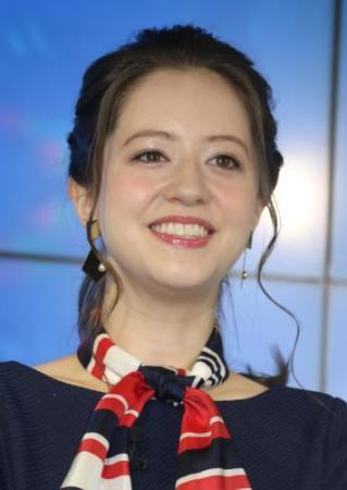 春香クリスティーン 政治記者の新恋人認めた「若いころの麻生太郎さん似」