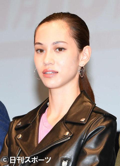 水原希子さん、成田空港の入国審査官に上から物申すwwwwww