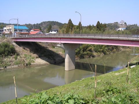 寿恵比楼旅館横を流れる夷隅川に架かる橋