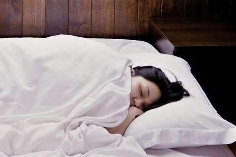 寝込む女性-680x453
