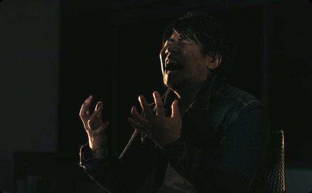 泣き叫ぶ男