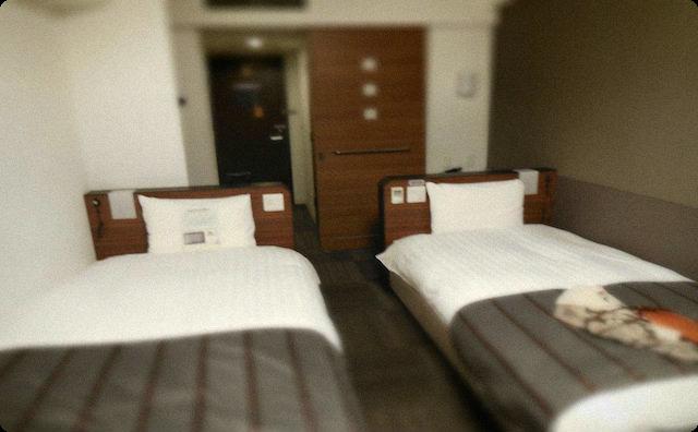 ビジネスホテルの一室