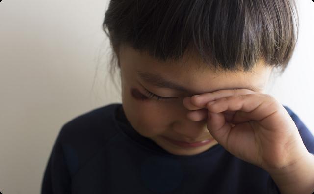 虐待される子供