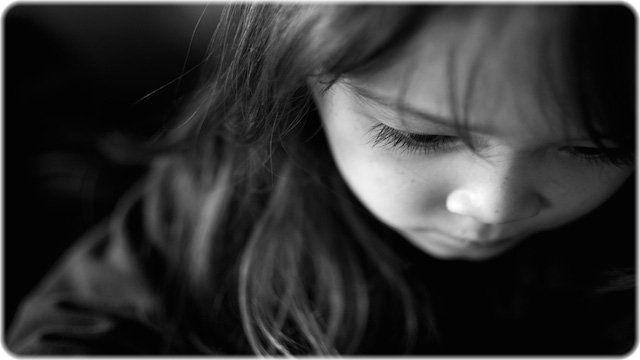 悲観する女の子