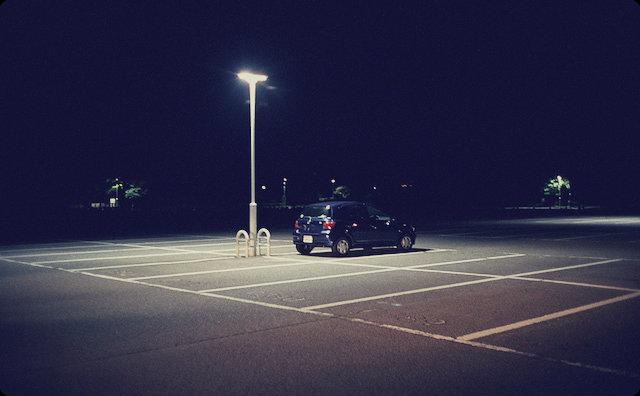 ぽつんとある車