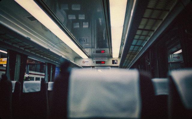 特急電車の車内