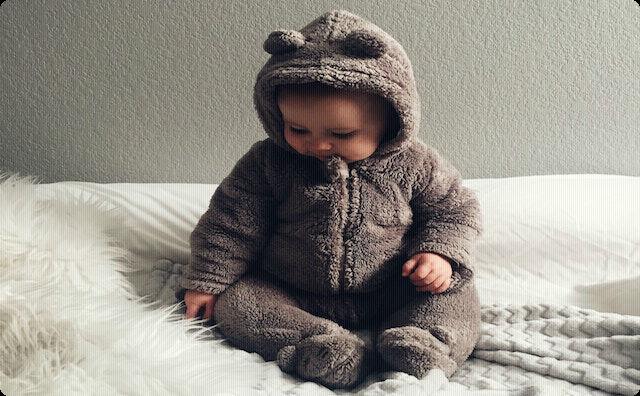着ぐるみの赤ちゃん