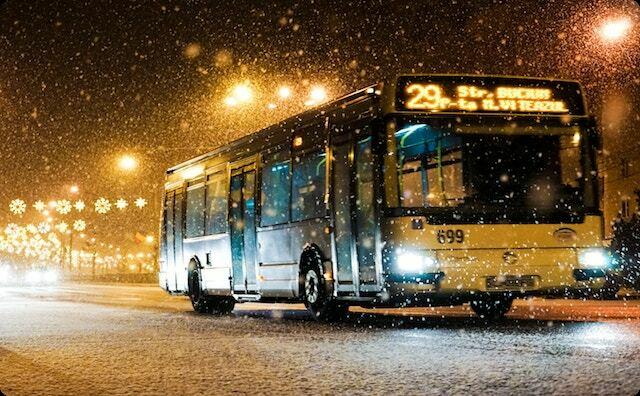 雪道のバス