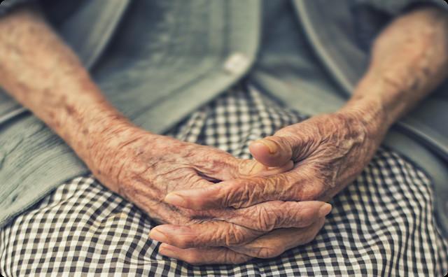 医者「余命半年です」家族「年齢も年齢だから手術はせず静かに余生を...」祖母「悪いとこ、ちゃっちゃと切って!」→ すると…